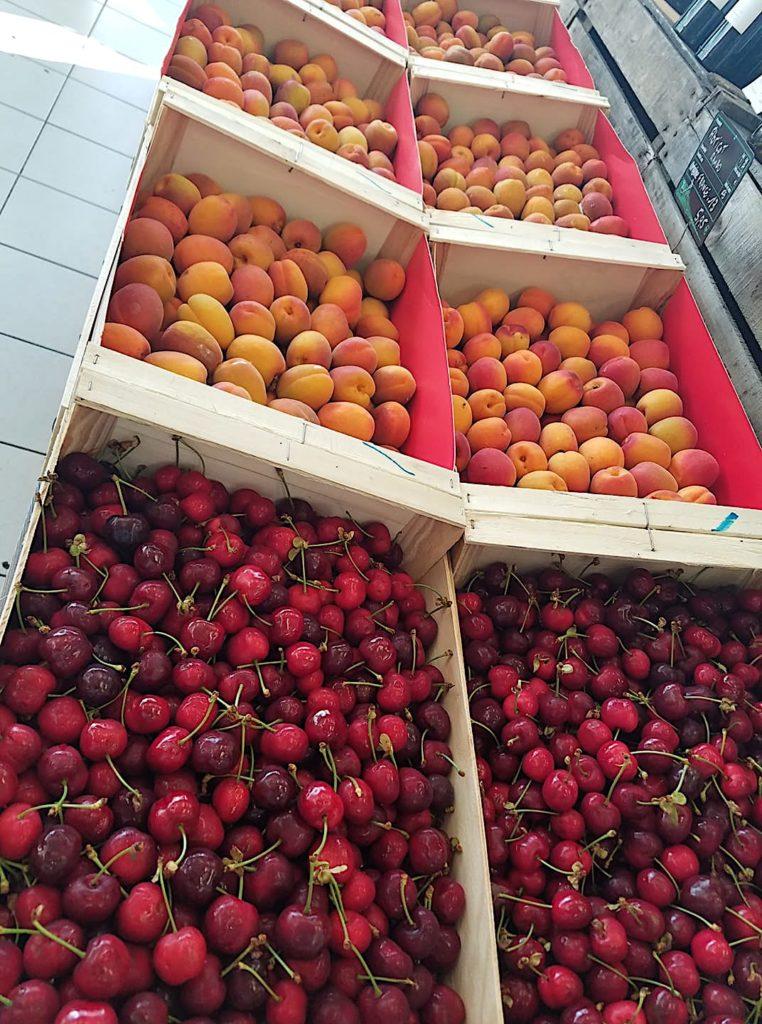 Cerises, abricots, fruits et vitamines sont au Pré en Ville
